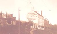 Steinbank vor Fabrik Raupach, um 1910