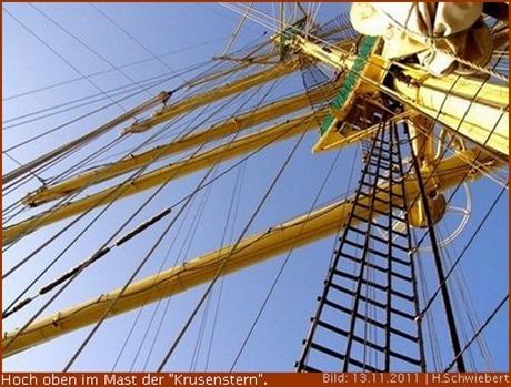 hoch oben im Mast