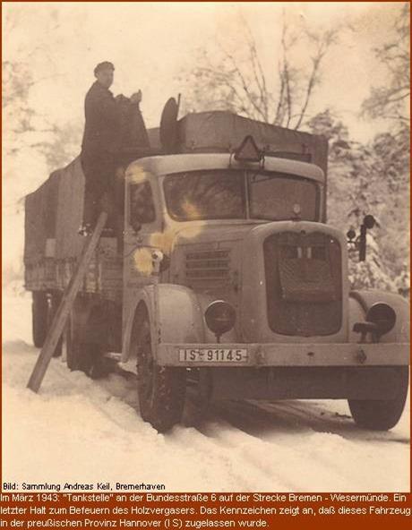 1943 Tanken an der Bundesstrasse