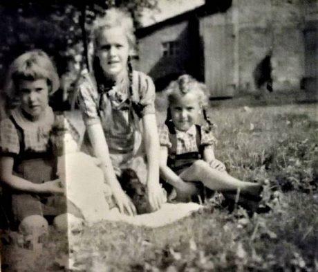 Ruth Sander im Garten