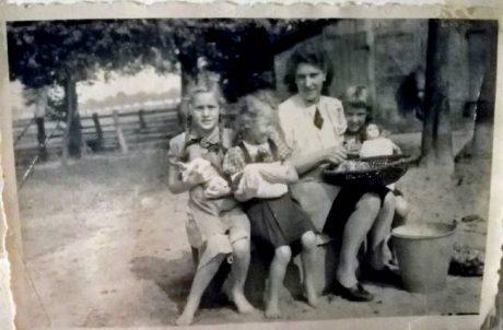 Ruth mit Familie